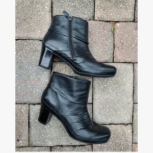 CLARKS Mika Beth Leather Ankle Booties